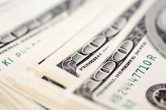 Une pile de cent factures de dollar US Images stock