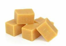 Une pile de fondant de caramel de vanille image stock