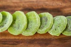 Une pile de kiwi sec Photographie stock