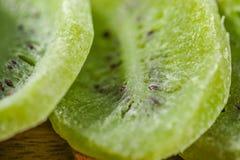 Une pile de kiwi sec Images stock