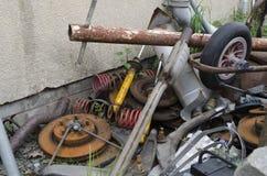 Une pile de mitraille et d'ordure des véhicules à moteur Photographie stock libre de droits