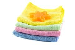 Une pile de serviettes et de savon colorés dans la forme Photographie stock libre de droits