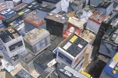 Une pile des batteries de voiture prêtes pour la disposition Photographie stock libre de droits