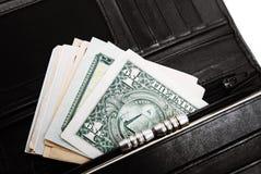 Une pile des billets de banque des USA avec des portraits de président Argent liquide des billets d'un dollar, fond d'image du do Image libre de droits