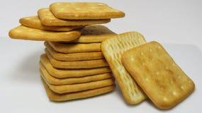Une pile des biscuits salés Image libre de droits