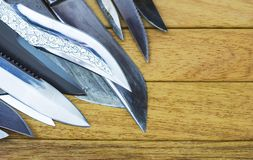 Une pile des couteaux photos stock