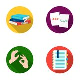 Une pile des livres dans différentes langues, feuilles de papier avec la traduction, un geste des sourds-muets, un carnet avec le Photographie stock
