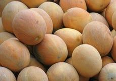 Une pile des melons Photos stock