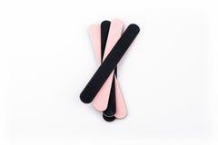 Une pile du panneau d'émeris flexible utilisé dans les manucures et les pédicuries - produit de beauté d'isolement sur le fond bl Photos stock