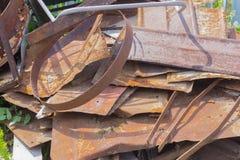 Une pile du vieux fer rouillé préparé pour la réutilisation images libres de droits