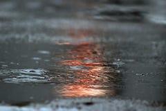 Une piscine de l'eau sous la pluie Photo libre de droits