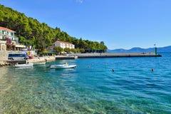 Une plage dans Drvenik, Croatie Photos stock