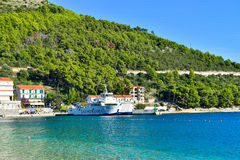 Une plage dans Drvenik, Croatie Images libres de droits