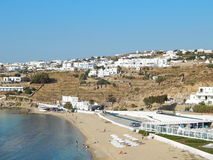 Une plage sur l'île de Mykonos en Grèce Image stock