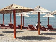 Une plage vide pendant le matin images stock