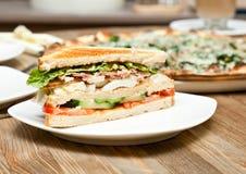 Une plaque avec le sandwich Photographie stock libre de droits