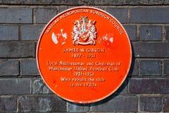 Une plaque dans le mémorial de James W Gibson, Président de Manchester United à partir de 1931-1951 photos libres de droits