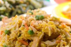 Une plaque de riz frit oriental délicieux Images stock