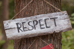 Une plaque en bois avec le respect de mot photos libres de droits