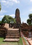 Une plus de vue du temple délabré en région de Wat Mahathat Image stock