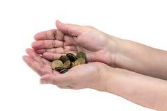 Une poignée de pièces de monnaie dans les mains d'une femme agée photos libres de droits
