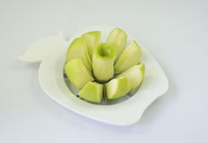 Une pomme verte dans un fruit-diviseur photos stock