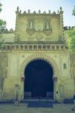 Une porte avec la conception complexe à l'intérieur de la Mosquée-église de Cordoue images libres de droits