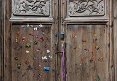 Une porte colorée, vieux Chinois en bois traditionnel Images libres de droits