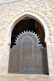 Une porte décorée en mosquée de Hassan II à Casablanca Images stock