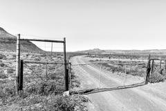 Une porte de ferme sur l'itinéraire d'héritage de Rooibos monochrome image stock