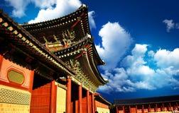 Une porte de palais coréen Photos stock