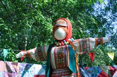 Une poupée de chiffon au russe photo libre de droits