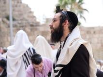 Une prière juive d'homme Photos libres de droits