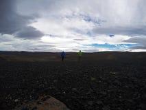 Une promenade par les vastes montagnes islandaises Photographie stock