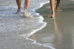 Une promenade sur la plage Photo libre de droits