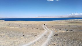 Une promenade vers le lac photo libre de droits
