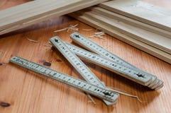 Une règle se pliante du ` s de charpentier Photographie stock
