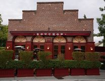 Une récompense gagnant le restaurant de Bouchon dans Yountville, Napa Valley Images stock
