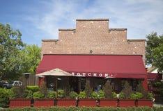 Une récompense gagnant le restaurant de Bouchon dans Yountville, Napa Valley Photographie stock