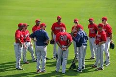 Une réunion des joueurs dans l'extra-champs de Minnesota Twins Photographie stock