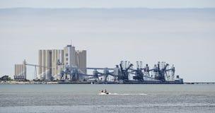 Une raffinerie typique près de Lisbonne au Portugal Photos libres de droits