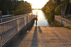 Une rampe de bateau dans le lac florida images stock