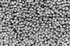 Une rangée de petits cubes gris pâles image libre de droits