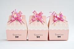 Une rangée des boîtes-cadeau Image libre de droits