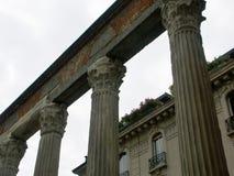 Une rangée des colonnes historiques Photographie stock