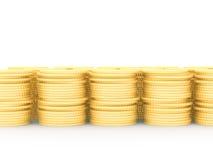 Une rangée des pièces d'or empilées Photographie stock libre de droits