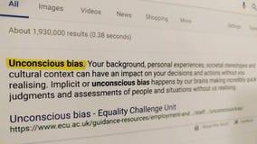 Une recherche de Web de la polarisation inconsciente de ` de terme ` banque de vidéos