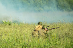 Une reconstruction de role-play d'une des batailles de la guerre mondiale 2 sur les périphéries de Moscou dans la région de Kalug Photographie stock libre de droits