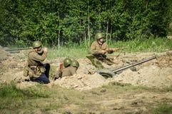 Une reconstruction de role-play d'une des batailles de la guerre mondiale 2 sur les périphéries de Moscou dans la région de Kalug Images libres de droits