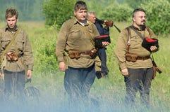 Une reconstruction de role-play d'une des batailles de la guerre mondiale 2 sur les périphéries de Moscou dans la région de Kalug Images stock